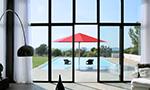 Riesiger Sonnenschirm Gastroschirm Big-Ben rund in rot von Caravita im Pool