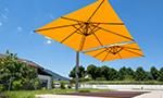 Sonnenschirm Seitenmastschirm Ampelschirm Doppelschirm Amalfi duo in gelb mit Windhaube quadratisch von Caravit