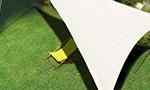 Sonnensegel Home Comfort von Caravita in weiss Dreieck Edelstahlmasten Karabiner